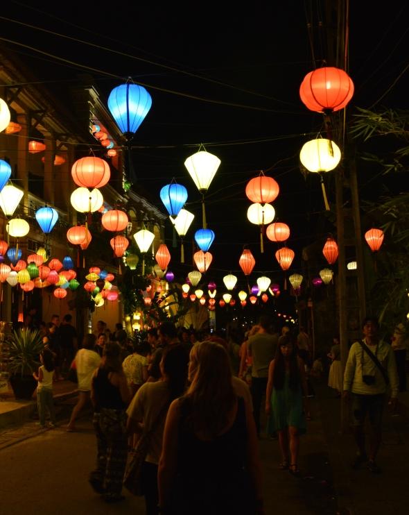 hanging-lanterns-in-street-hoi-an-1377
